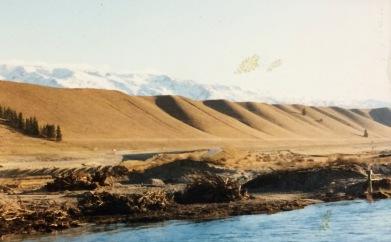 Hory přebrané hlíny při těžbě zlata