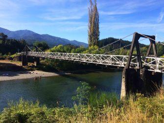 Z tohohle mostíků jsem skočil.