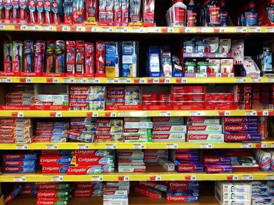 Když si uvědomíš, že poprvé v životě kupuješ zubní pastu a je ti 22 let.