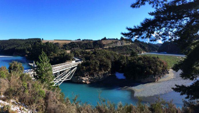 Z toho mostu bych hned skočil.